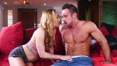 Carter Cruise deepthroats & bangs her bf's friend in the living room