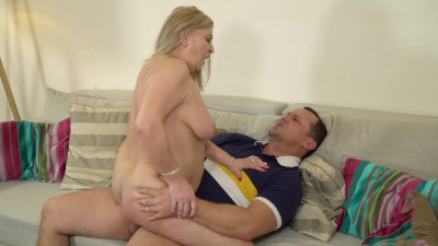 Busty granny Betsy get feet massaged & fucked by young bf
