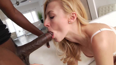 Alexa Grace slides a black anaconda in her pussy & takes a huge facial