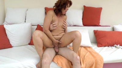 Massage of the back turns into pussy drilling