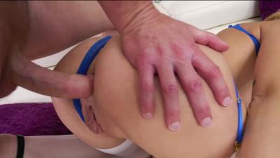 Long-legged hottie got her pussy slammed by a fat cock