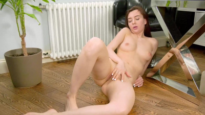 Sweet brunette Melissa massages her clit on camera