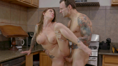 Tattooed lady Karma RX cheats on her husband with contractor