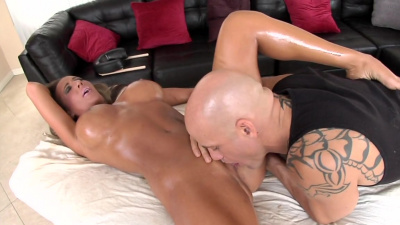 Thick milf Richelle Ryan got wet and horny during massage