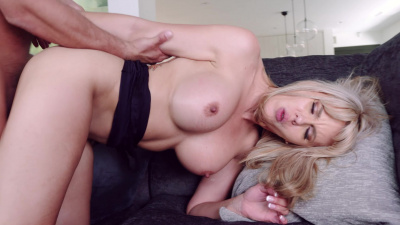 Amber Chase spreads her legs to let unemployed stud slam her hot pussy