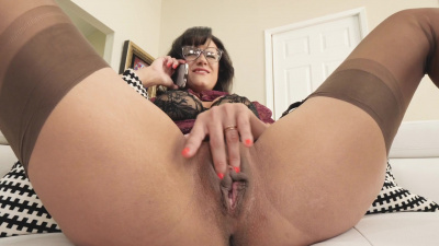 Nerdy milf Penny Barber squirts on camera