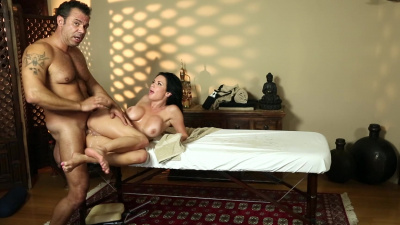 Hot milf Veronica Avluv squirts during intense pussy massage