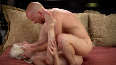 All-natural Skylar Vox receives multiple creampies