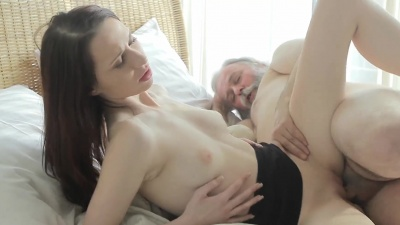 Old treacky teacher fucks Alina's tight young pussy in exchange for an A