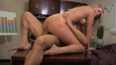 Jamie Summers cummed on by horny co-worker