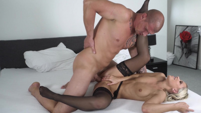 Housewife Lola Blond lets a guy use her like a dirty little whore