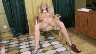 Beauteous Iki spreads her pussy juices all over the place