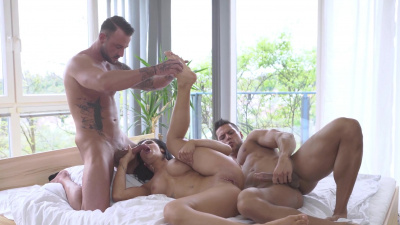 Black Sophie double penetrated by horny men